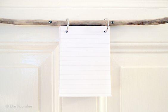 Die Raumfee: Astnotizen. Notizzettelhalter aus alten Schulheften und Ast // Branch Notes. Notepad holder made from old exercise books and a found branch