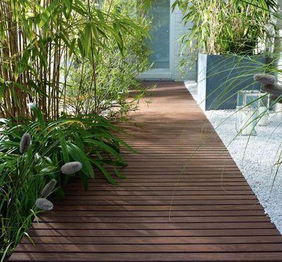 Revêtements de terrasse : dalles à dérouler ou clipser, faux gazon, effet métal... - CôtéMaison.fr
