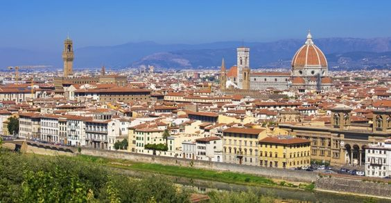 FLORENÇA (ITÁLIA): Florença exala arte, e sua paisagem, dominada pelo Duomo e pelo rio Arno, fazem da cidade um dos mais concorridos destinos turísticos da Itália. O lugar é uma obra-prima, assim como as pinturas encontradas dentro da Galleria degli Uffizi