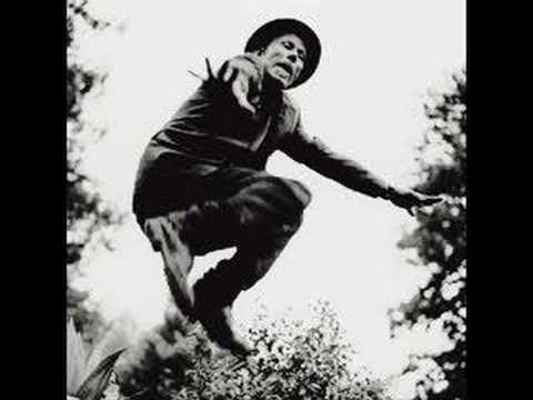 Tom Waits - Whistlin' Past The Graveyard
