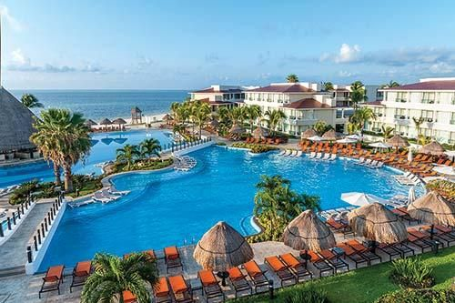 Overlooking The Beach On Cancun S Tranquil South Shore Is Where You Ll Find Moon Palace Cancun A Dream Come Palace Resorts Moon Palace Cancun Mexico Resorts