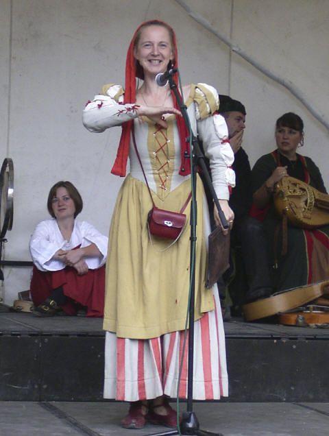 Bertholdin alias Paula Herold  als Magd der Bürgermeistertochter Benigia  Horschel, der verschmäten Braut des G. Emmerich zu Görlitz- Geschichte vom Heiligen Grab Görlitz http://www.schachverein-goerlitz.de/Intern/images/waidhausplatz2.jpg