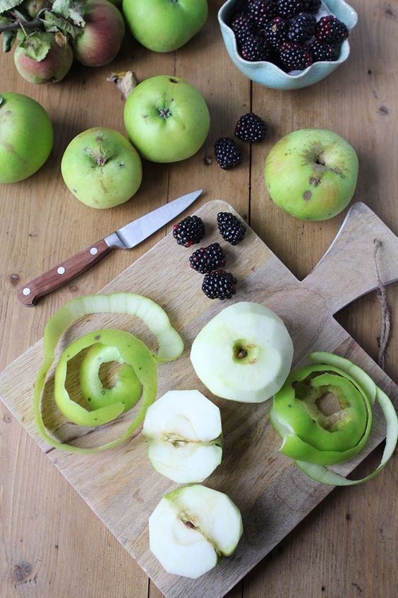 Making a bramley apple and blackberry pie