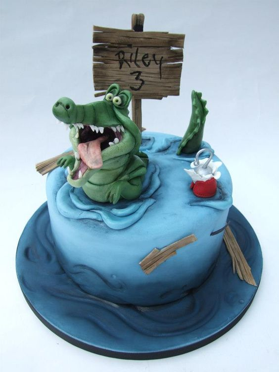 Peter Pan cake! Not gonna lie I want this for my 24th birthday :)