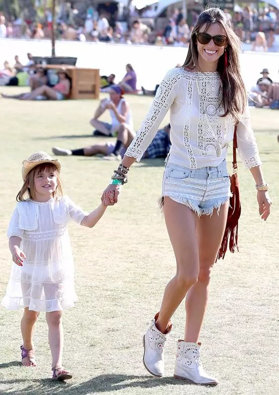 Alessandra-Ambrosio-Anja-Coachella-Boho-Look: