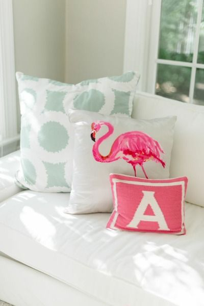 Bright pillows: http://www.stylemepretty.com/living/2015/01/05/abby-capalbo-seaside-home-tour/ | Photography: Leila Brewster - http://www.leilabrewsterphotography.com/