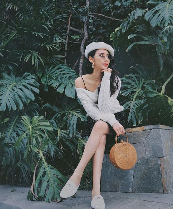 Olivia Zeng. Photo Source: https://www.instagram.com/olivia_zeng Basket bag, woven bag, rattan bag, round bag, circle bag, summer bag, fall bag, handmade purses and handbags, clutch, vegan bag, vegan purse