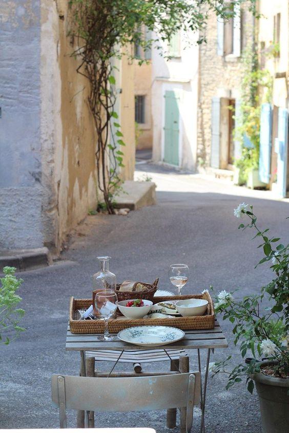 Provence, Frankreich - draußen frühstücken. #cestbon #frankreich
