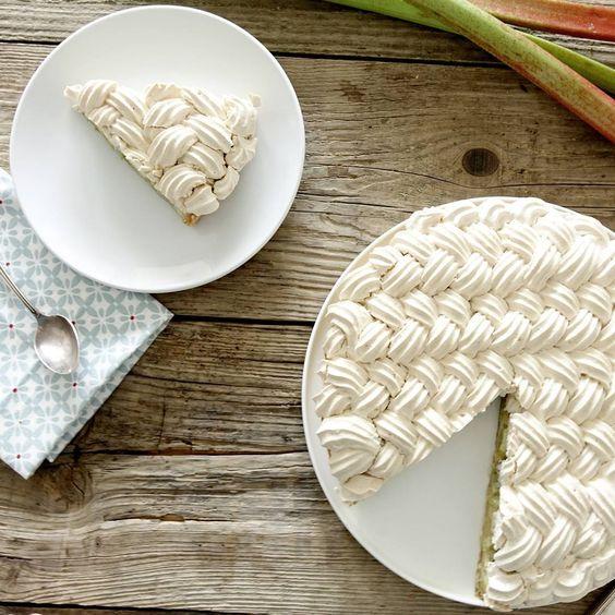La recette de la tarte à la rhubarbe meringuée.