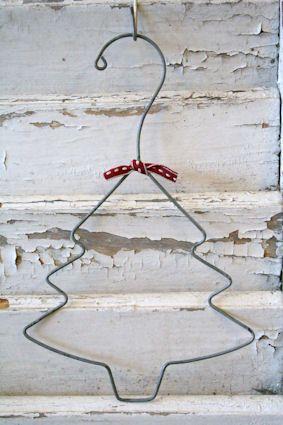 Un simple cintre peut devenir un joli sapin de Noël