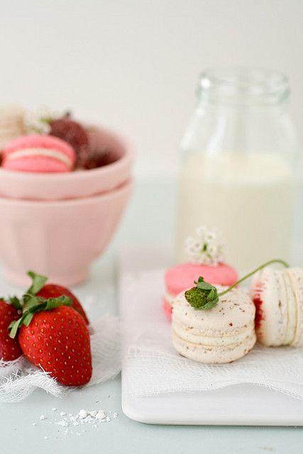 strawberry and vanilla bean macarons