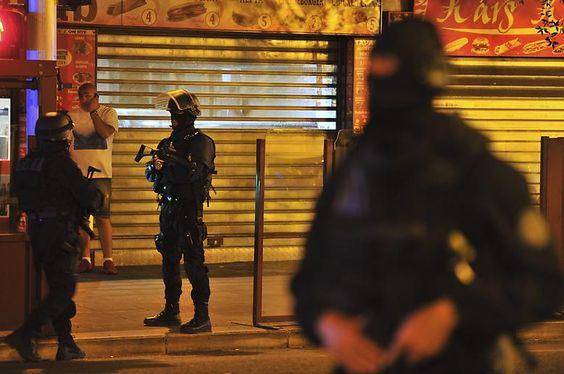 Präsident Hollande hat die Reservisten bei Polizei und Militär aufgerufen, den regulären Einsatzkräften zu Hilfe zu kommen, die von dem achtmonatigen Ausnahmezustand nach den Anschlägen von Paris im November erschöpft seien.