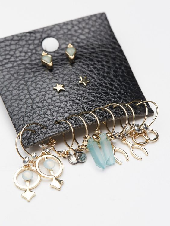 In The Loop Hoop Stud Set | Earring set featuring eye-catching studs and chain link attachments that create a unique hoop.