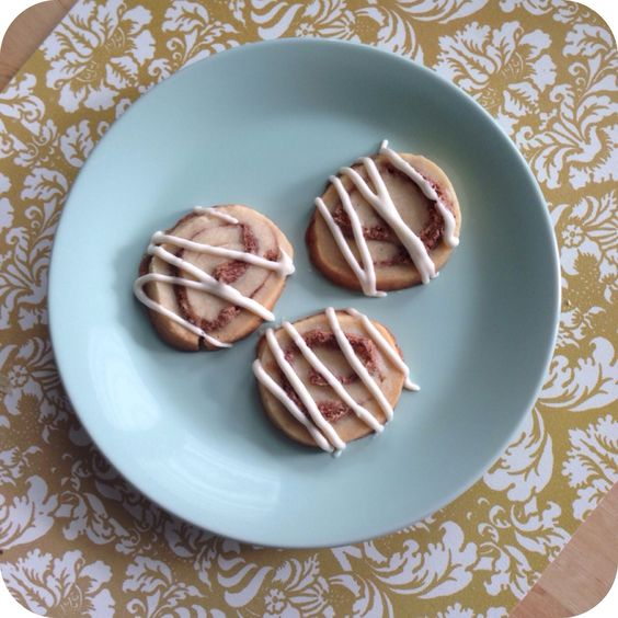Cinnamon Roll Cookies with Cream Cheese Glaze | Eat My Shortbread