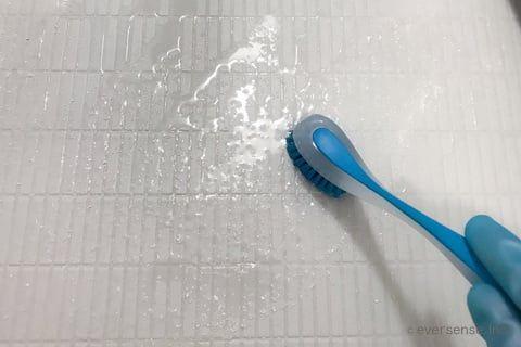 写真で解説 オキシクリーンでお風呂の床掃除 黒ずみが真っ白に