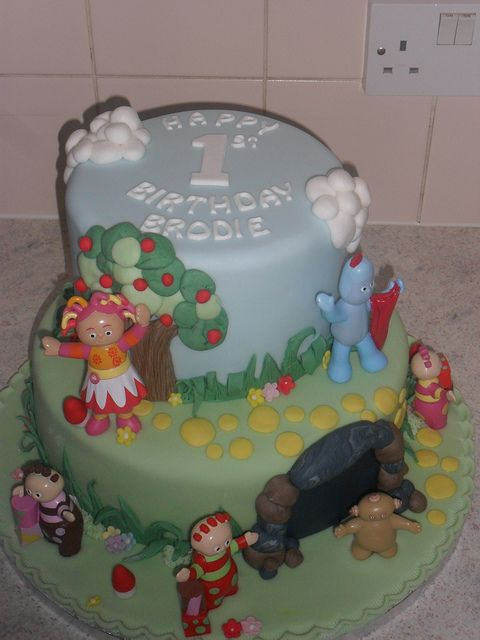 In the night garden double tier birthday cake bubbia 39 s for In the night garden cakes designs