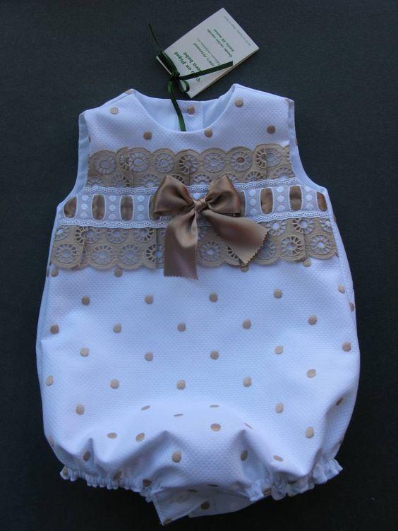 Confección artesanal de prendas para bebes desde recién nacido hasta 36 meses: vestidos, conjuntos, faldones, capotas, cubrepañales, etc.