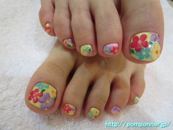 Toenails design by Pomponner