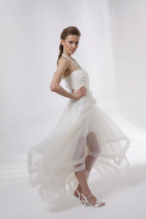 Leuke jurk voor de avond maar goedkoop is relatief en daardoor misschien net weer iets te duur voor een jurk erbij.....    Dany Kay goedkope trouwjurken. Hippe trouwjurken collectie.