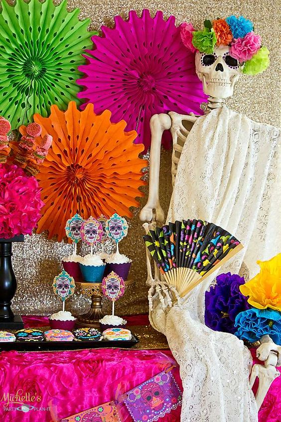 Halloween party ideas day of the dead and dia de on pinterest for Decoration de porte halloween