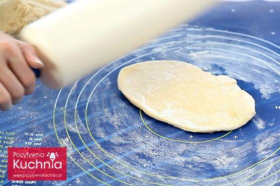 Różne przepisy na ciasto na pierogi w jednym miejscu. Zobacz jak zrobić ciasto na pierogi klasyczne, elastyczne, ziemniaczane, bezglutenowe lub wegańskie.