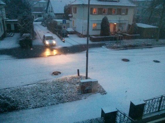 Kaum zu glauben aber wahr. Schnee in Dinslaken. Vielleicht sollten wir Weihnachten auf Januar verlegen?