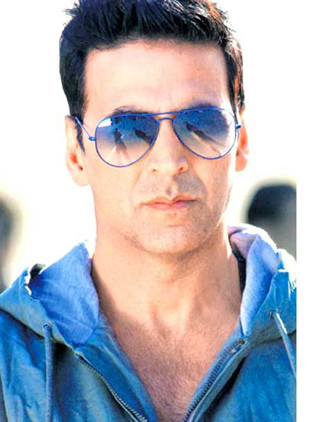 When Akshay Kumar became the 'Coolie'!