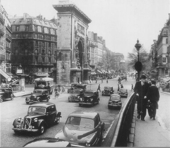 Le boulevard de Bonne-Nouvelle et la porte Saint-Denis à un moment relativement calme, vers 1953  (Paris 2ème/10ème)