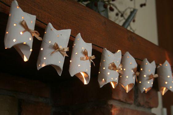 Adventslichterkette - selbst gebastelt - schön   ---- christmas lights - diy - beautiful  --  gefunden auf  ...  http://kiflieslevendula.blogspot.com.au/2011/12/karacsonyi-egosor-papirgurigakbol.html?m=1