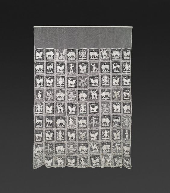 Dagobert Peche (St. Michael 1887 - 1923 Mödling) and Anny Schröder (Wien 1898 - 1972 Bad Segeberg, Holstein) Lace curtain Wiener Werkstätte, c. 1919 linen bobbin lace; with 81 applications; 225 × 166 cm