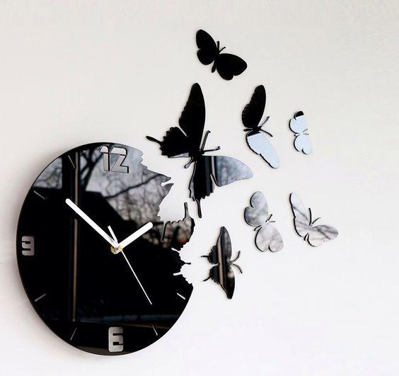 Horloge noire papillon