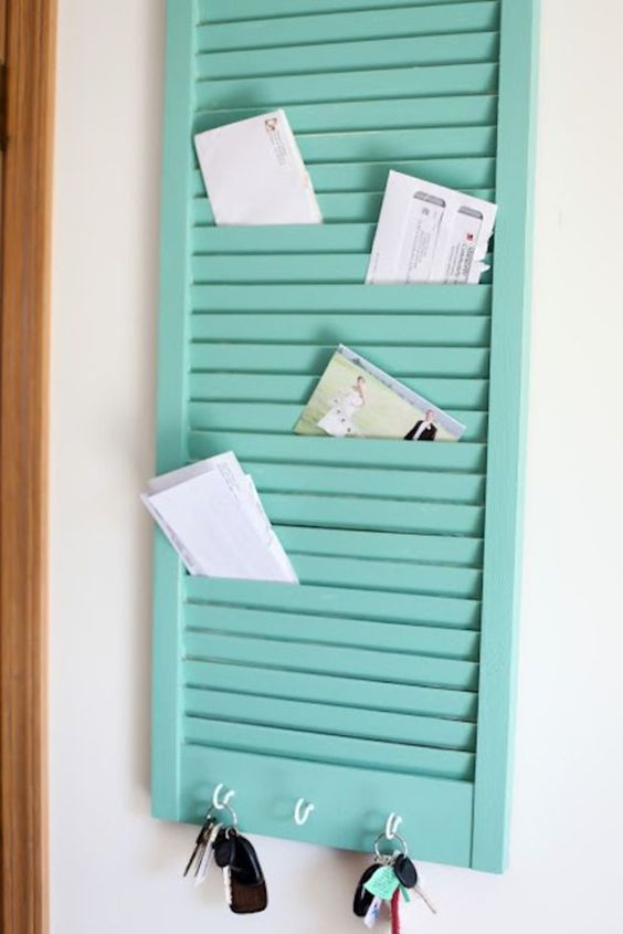 DIY key holder and letters organizer. Ventana reciclada en mueble.