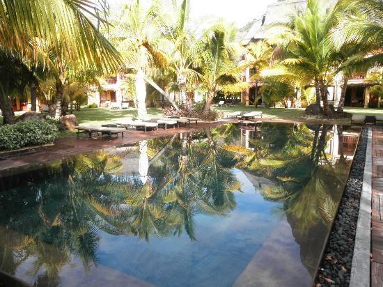 Piscina que hay entre las diferentes... (Ilusionado, Jan 2013) - Dinarobin Hotel Golf & Spa, Mauritius