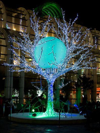 Chaque arrondissement de #Paris luit d'une lumière nouvelle à l'approche des #fêtes...#lights #illumination #noël #Noël2016 #Paris