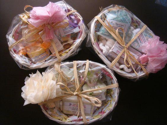 Cestas regalo con productos artesanos sales de ba o - Bombas de bano ...