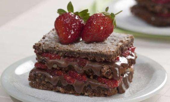 <p>Ingredientes<br>Massa<br> 2 xícaras de chocolate em pó<br> 2 xícaras de farinha de trigo<br> 1 ½ ... - Reprodução