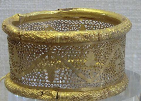 Roman gold bracelet, ca.  3rd century A.D.
