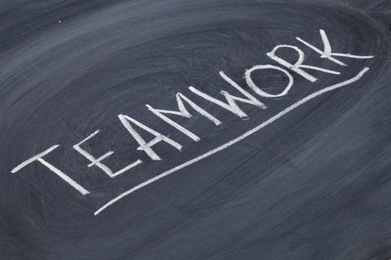 Anregungen Fur Die Reflexion Von Gruppenaufgaben Jugendleiter Blog Kommunikationsspiele Gruppenarbeit Teambildung