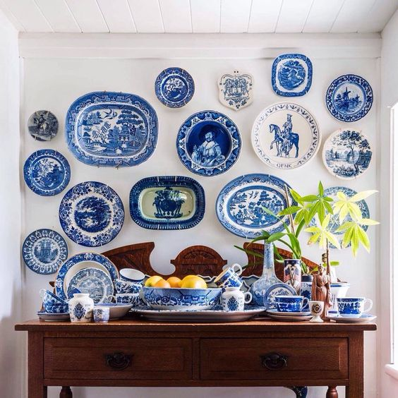 A few plates from my beautiful collection (shown here) will be amongst the treasures listed tonight from 7:30pm! Hope you can join us! 💙🐘💙 #thewhiteelephant #blueandwhite #blueandwhiteforever