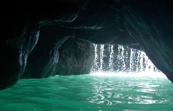 """O """"Buraco Azul"""" (The Blue Hole) em Ocho Rios, na Jamaica #momondo"""
