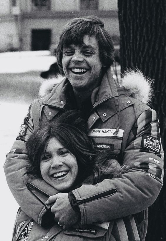 "filmartbox no Twitter: ""Mark Hamill and Carrie Fisher on the set of The Empire Strikes Back (1980).… "" ."