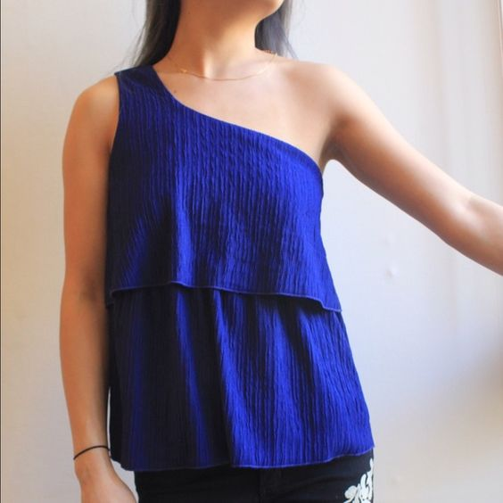 One sleeve electric blue party blouse Fun one sleeved top! Size small but could also fit a medium, barely worn and in great condition Forever 21 Tops Blouses