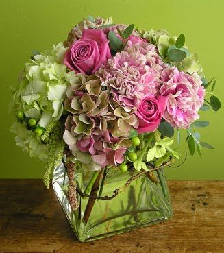 Hydrangeas and roses in a glass cube vase: