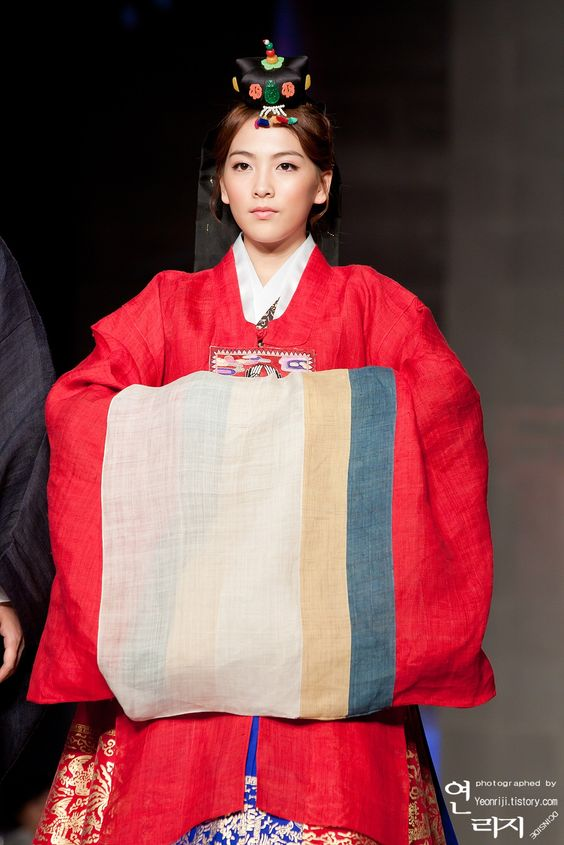 Kara Jiyoung in Korean Traditional Clothing Hanbok