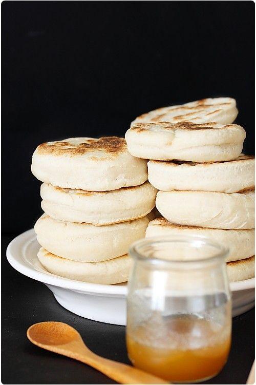 Pour 15 muffins anglais  450 g de farine T55 1,5 cc de sel 25 cl de lait 1 sachet de levure de boulanger déshydratée 1,5 cl d'huile (15 ml)