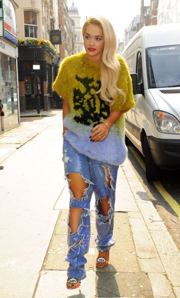 Celebrities Wearing Ripped Jeans – How to Wear Ripped Jeans | OK ...