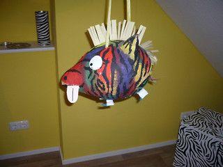 Lustige Piñata! Ein verrücktes Zebra.