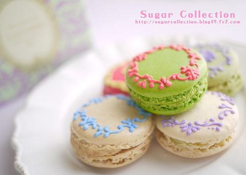 I had seen this lovely photo on Pinterest, but didn't know where it originated - piped by Sugar Collection onto purchased Laduree Macarons!