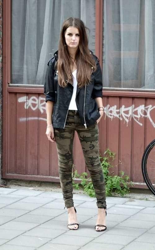 Pantalones Militares Como Combinarlos Y Seguir La Tendencia Web De La Moda Pantalones Militares Ropa Militar Pantalones Camuflados Mujer