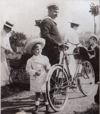 Derevenko and Alexei, Germany. 1910.